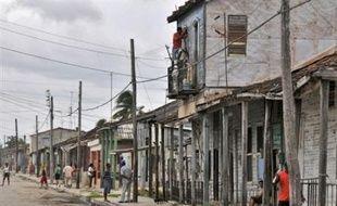 L'ouragan Gustav, qui a déjà fait au moins 85 morts dans les Caraïbes, continuait de gagner en puissance samedi avec des vents soufflant à 205 km/h à l'approche des côtes occidentales cubaines et de La Havane, placées en état d'alerte maximal.
