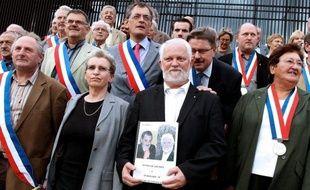 """Le maire de Cousolre (Nord), qui a giflé un adolescent qui l'aurait insulté et menacé en août 2010, a plaidé la légitime défense, devant le tribunal correctionnel d'Avesnes-sur-Helpe, alors que la partie civile a dénoncé une """"agression gratuite"""", vendredi à l'audience."""