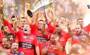 Le RC Toulon célèbre sa victoire en Champions Cup à Twickenham, le 2 mai 2015.