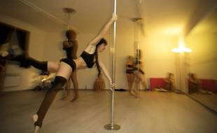 b arn les cours de pole dance d log s de la maison paroissiale. Black Bedroom Furniture Sets. Home Design Ideas