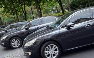 Illustration de véhicules de tourisme avec chauffeur (VTC), à Paris le 24 avril 2014.