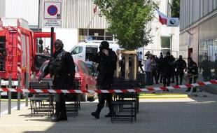 Intervention du GIPN de la police et des pompiers au Pôle Emploi de Cenon.