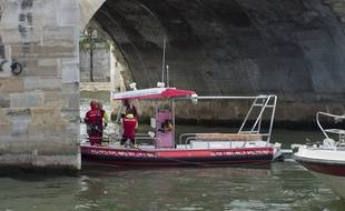 Illustration de la brigade fluviale de Paris.
