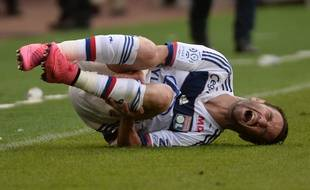 Lyon's French midfielder Mathieu Valbuena holds his leg in pain during the French L1 football match between Caen (SM Caen) and Lyon, on August 29, 2015, at the Michel d'Ornano stadium, in Caen, western France. AFP PHOTO/ JEAN-FRANCOIS MONIER