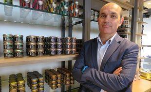 Loïc Hénaff, le président du directoire, dans la nouvelle boutique située dans le hall de la gare de Rennes.