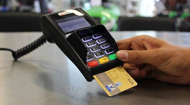 Restauration : Macron annonce la défiscalisation des pourboires payés par carte bancaire