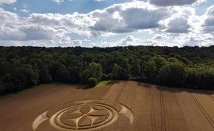 Un crop circle dans un champ à Vimy, dans le Pas-de-Calais.