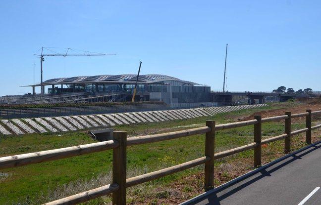 La deuxième gare TGV de Montpellier, depuis la route.