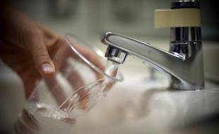 """France libertés et 60 millions de consommateurs ont lancé mardi une vaste enquête sur la qualité de l'eau en France, deuxième volet de l'opération """"Transparence"""", qui s'est d'abord intéressée au prix du service de l'eau."""
