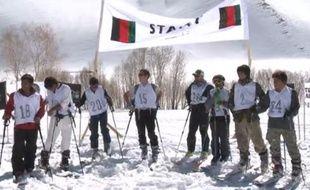 Des skieurs prennent part à une compétition en Afghanistan en mars 2013.