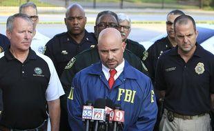 L'agent spécial du FBI Ron Hopper répond aux questions des journalistes sur l'attentat d'Orlando