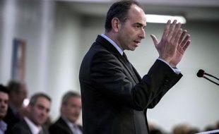 """Jean-François Copé, le président de l'UMP, a assuré qu'il y avait à la tête de l'exécutif """"deux personnalités faibles"""", une situation qui rend """"difficile"""" le fonctionnement de la Ve république."""