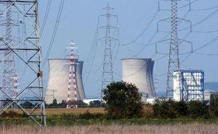 Photo de la centrale nucléaire du Bugey prise le 11 août 2003 près d'Ambérieu en Bugey