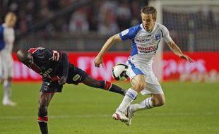 Claude Makelele en difficulté face à Benoit Pedretti, et le PSG trébuche face à Auxerre (1-2), le 16 mai 2009.