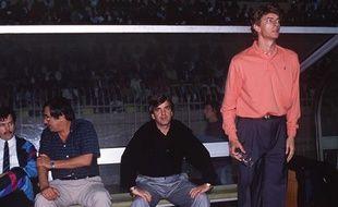 Arsène Wenger sur le banc de Monaco, en 1990