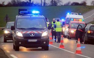 Illustration d'un véhicule de gendarmerie intervenant sur un accident de la route, ici près de Rennes.