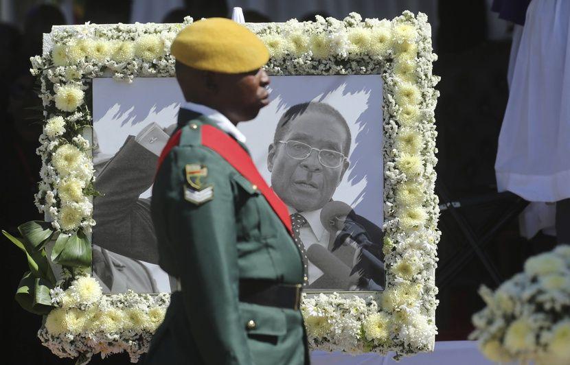 Zimbabwe: L'ancien président Robert Mugabe enterré en famille dans son village