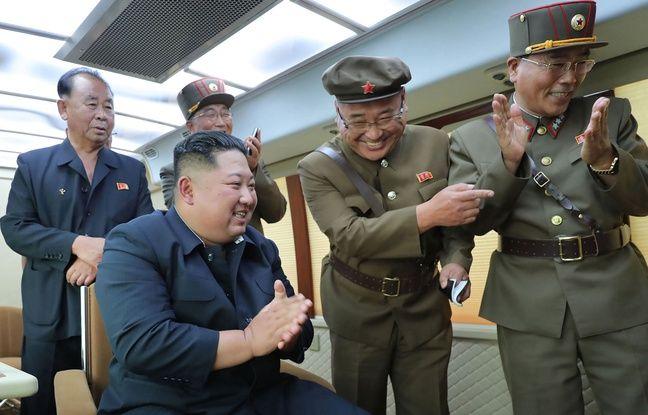 648x415 kim jong un supervisant un tir de missile en coree du nord le 17 aout 2019