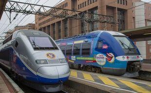 Illustration d'un TER et d'un TGV à la gare de Lille-Flandres.