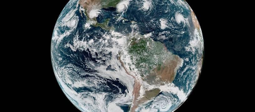 Vue satellite de la Terre (illustration).