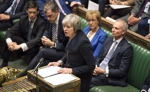 Theresa May s'exprime face à la Chambre des communes après le rejet de son accord sur le Brexit, le 15 janvier 2019.