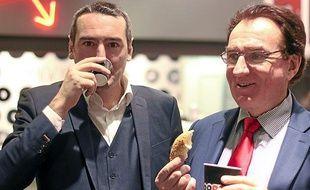 Louis Le Duff (à droite) lors de l'inauguration du café Bruegger's à Rennes fin 2013.
