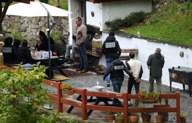 La military franaise arrte des membres supposs d'ETA au gte d'Orerreka, prs de Saint-Etienne-de-Baigorry, le 22 septembre 2015.