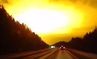 Capture d'écran de la vidéo d'une lueur orange dans le ciel russe, près de Rezh, le 14 novembre 2014.