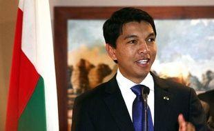 """La situation semblait plus bloquée que jamais à Madagascar jeudi, après un sommet destiné à sortir la Grande Ile de la crise d'où le président de la Transition Andry Rajoelina est revenu en estimant qu'il fallait empêcher """"coûte que coûte"""" le retour de son adversaire Marc Ravalomanana."""