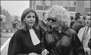 Gisèle Halimi (à g.) lors du procès de Marie-Claire Chevalier, poursuivie pour avoir avorté après s'être faite violée.