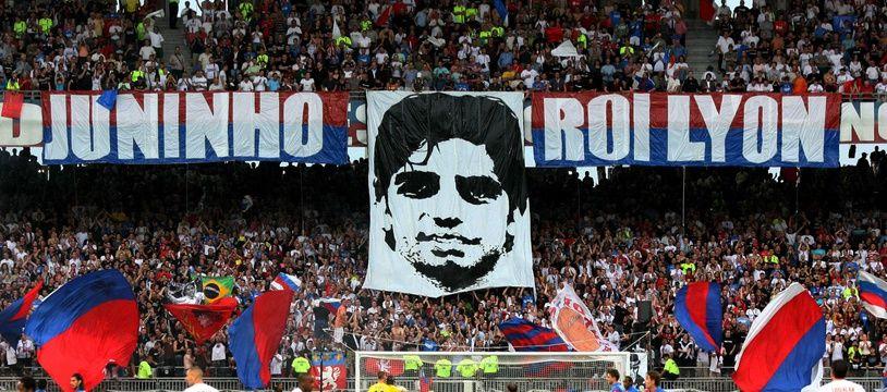 Le 23 mai 2009, le stade de Gerland avait dédié un tifo hommage à Juninho, pour son dernier match sous le maillot lyonnais en Ligue 1 contre Caen.