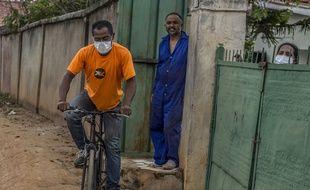 Un homme portant un masque à Antananarivo à Madagascar, le 23 mars 2020.