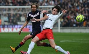 Adrien Rabiot, à la lutte avec Jaroslav Plasil, lors de Bordeaux-PSG, le 15 mars 2015.