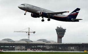 Un avion décolle de l'aéroport moscovite de Cheremetievo.