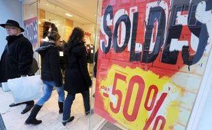 Le budget prévisible des soldes devrait être en baisse pour près d'un Français sur deux (49%) et un sur dix (11%) pourrait même être obligé de se priver de soldes faute de budget, selon un sondage Ifop pour Spartoo.com, un site de vente en ligne de chaussures.