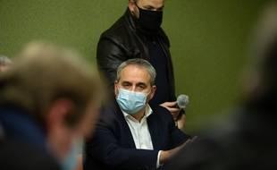 Le candidat à la présidentielle Xavier Bertrand veut appliquer des peines de prison automatique minimum aux agresseurs de policiers, pompiers, ou maires.