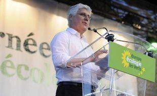 """Le ministre de l'Ecologie Philippe Martin a annoncé jeudi la création d'une """"contribution climat-énergie"""", répondant ainsi à une revendication des écologistes pour cette mesure plus connue sous le nom de """"taxe carbone""""."""