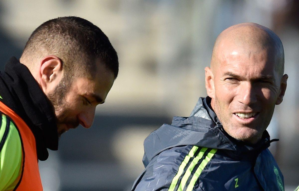 Zinédine Zidane et Karim Benzema lors de l'entraînement du Real Madrid, le 5 janvier 2016. – GERARD JULIEN / AFP