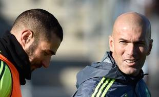 Zinédine Zidane et Karim Benzema lors de l'entraînement du Real Madrid, le 5 janvier 2016.
