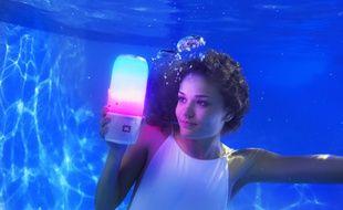 La Pulse 3 de JBL: une idée lumineuse pour danser au fond du grand bain.