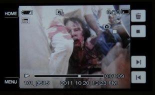 """""""D'un coup, j'ai vu apparaître Kadhafi!"""", raconte Philippe Desmazes, auteur de la photographie de l'AFP montrant pour la première fois le leader libyen capturé et blessé, lors de la chute de son fief de Syrte."""