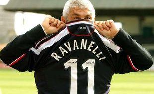 Fabrizio Ravanelli en Septembre 2003 lors de sa signature pour lesEcossais de Dundee.