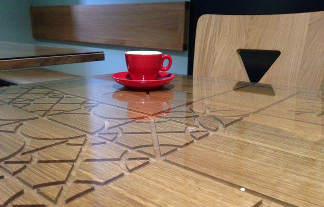 Le «Coffee Stub» a fait réaliser des tables reprenant des motifs alsaciens par le collectif strasbourgeois Butane.