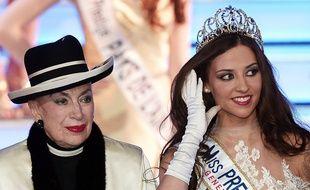 Geneviève de Fontenay et Margaux Deroy, Miss Prestige National, lors du concours, le 18 janvier 2015.