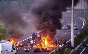 Les gens du voyage ont bloqué l'A1 à Roye, dans la Somme, en mettant le feu à divers objets.