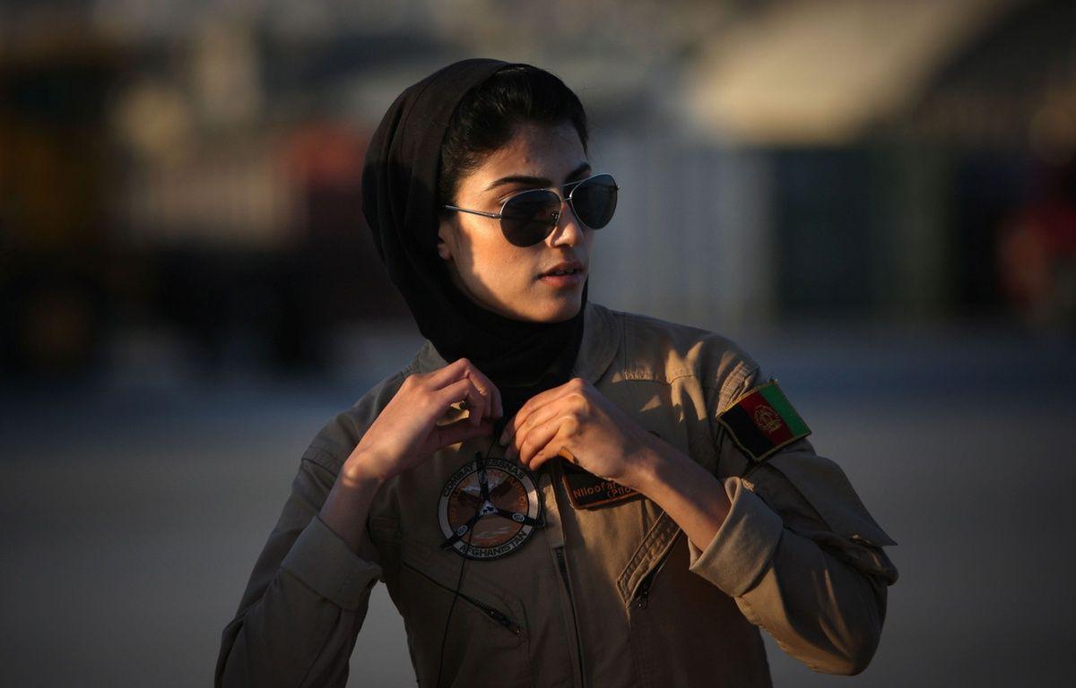 Niloofar Rahmani, la première femme pilote afghane, est au cœur d'un vif débat dans son pays. – CHINE NOUVELLE/SIPA