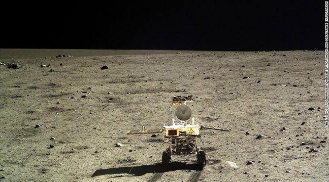 Une photo de la surface de la Lune, prise par un robot chinois en 2013.  – CNSA, agence spatiale chinoise