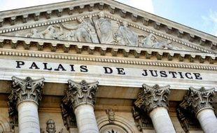 Un père soupçonné d'avoir violé pendant des années deux de ses filles avec des proches et d'avoir filmé ces crimes avec deux hommes et une femme à partir de vendredi devant la cour d'assises du Pas-de-Calais pour un procès qui va durer neuf jours.