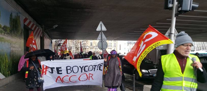 Le 12 décembre, les femmes de chambre de l'Ibis des Batignolle ont manifesté pour la revalorisation de leurs conditions de travail
