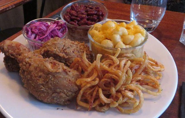 L'assiette emblématique du Mama Jackson avec les mets traditionnels de la soul food.